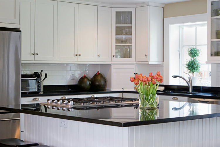 Exceptionnel Smart Cabinetry In Newport Polar White U2013 Photo Courtesy Of Smart Cabinetry.